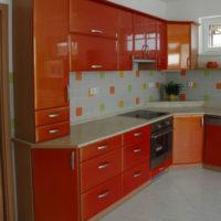 Lakování nábytku oranžová